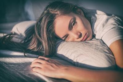 frau mit einschlafstoerungen