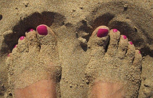 fusse im sand