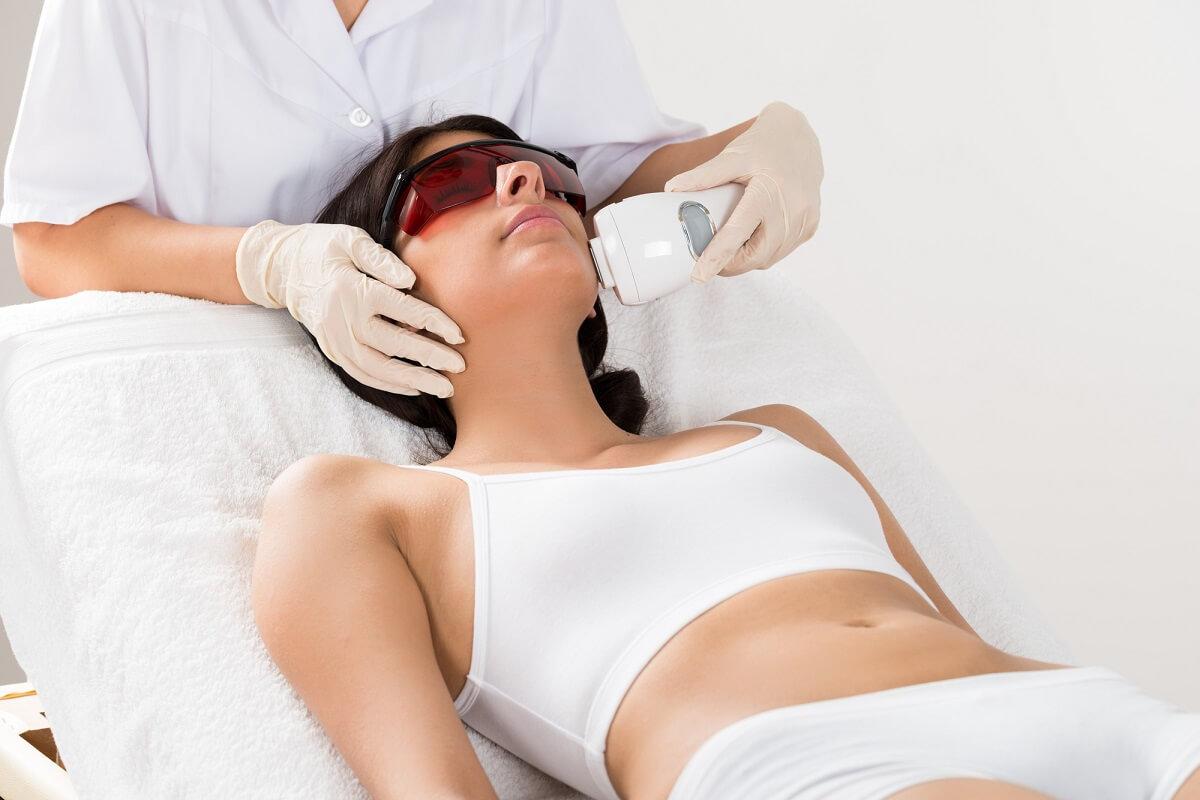 Die dauerhafte Haarentfernung mit dem IPL Verfahren ist an vielen Stellen des Körpers möglich