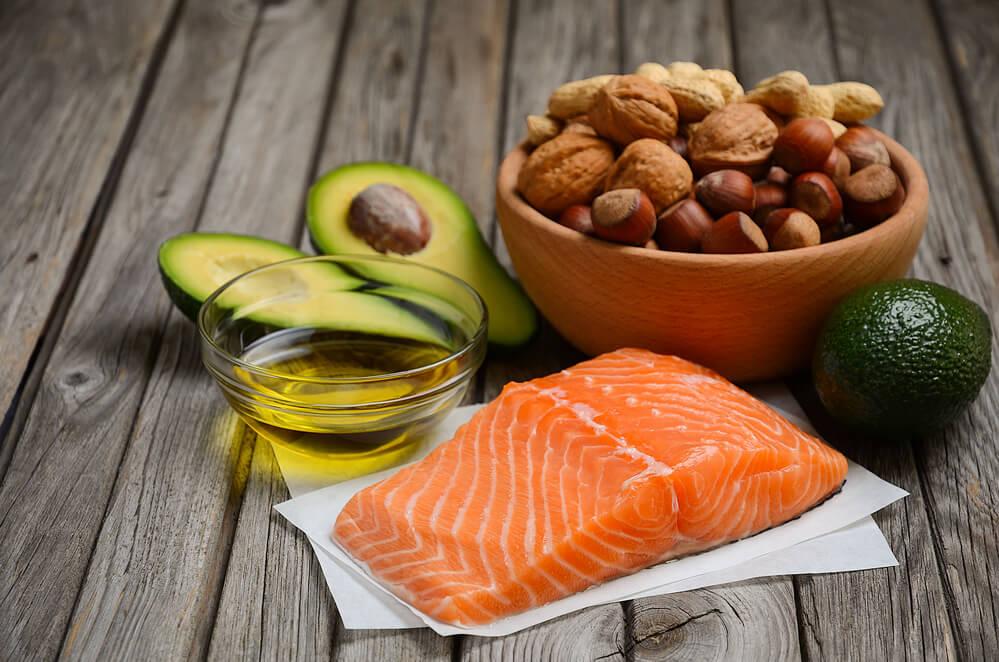 Fett hilft gegen Fett - Gesunde Fette unterstützen den Stoffwechsel und den Weg zum flacheren Bauch