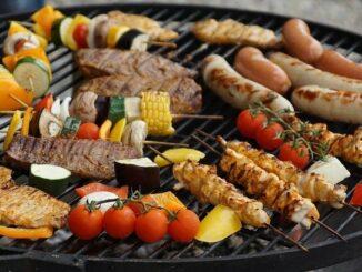gemuese und fleisch auf grill
